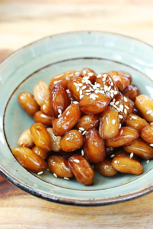 Ddangkkong jorim (Soy braised peanuts)