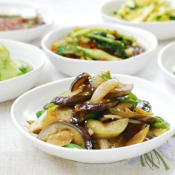 Gaji Bokkeum (Stir-fried eggplant)