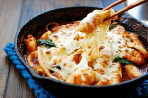 Seafood cheese tteokbokki (spicy rice cake)