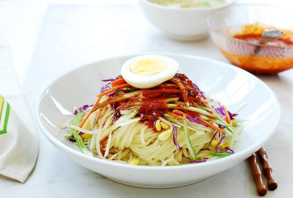 Jjolmyeon (Spicy Chewy Noodles)