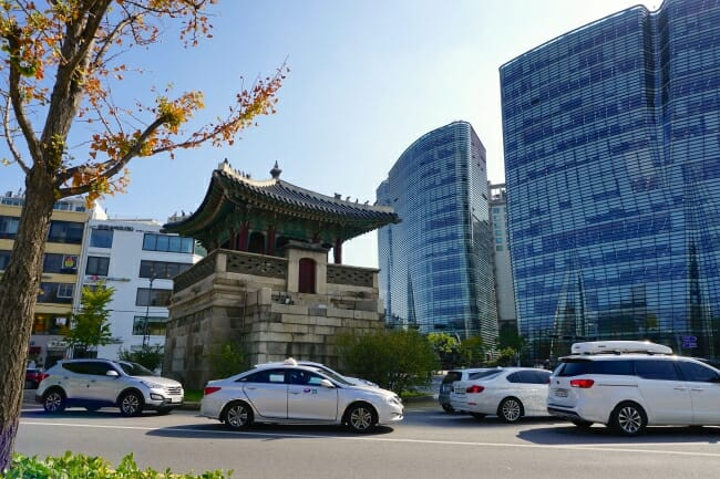 Street scene that combines old and new of Korea