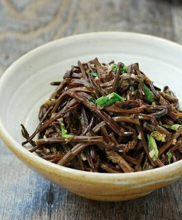 Gosari (bracken fiddleheads) side dish