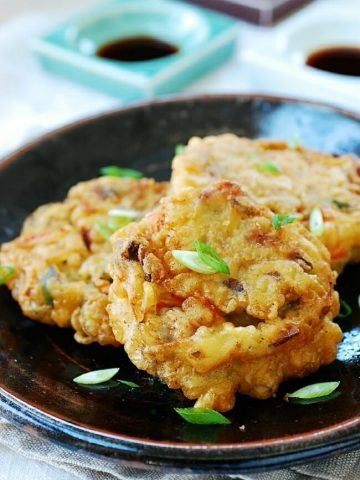 Crispy Guljeon (Pan-fried battered oysters)