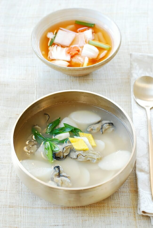DSC 2716 e1515470194592 - Gul Tteokguk (Oyster Rice Cake Soup)