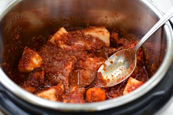 DSC 1111 600x400 - Instant Pot Spicy Galbijjim (Braised Short Ribs)