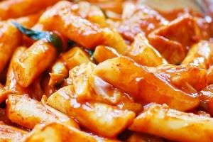 Spicy stir-fried Korean rice cake