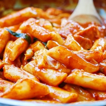 Spicy stir-fried Korean rice cake