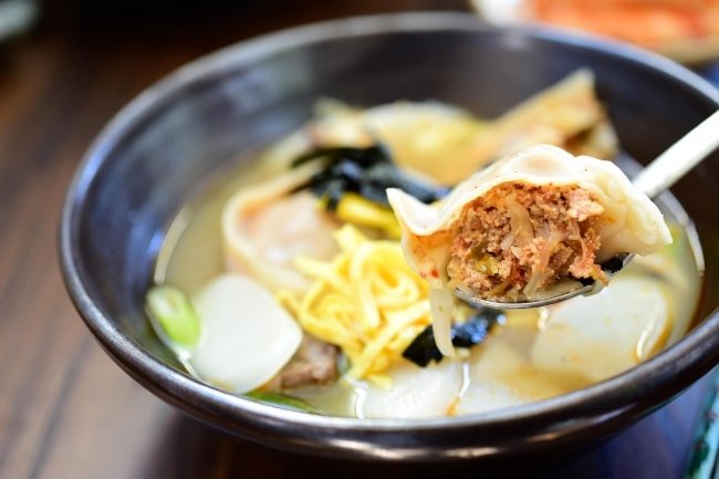 DSC 1712 e1549348965949 - Tteok Mandu Guk (Rice Cake Soup with Dumplings)