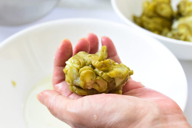Squeezing out water from pickle slices