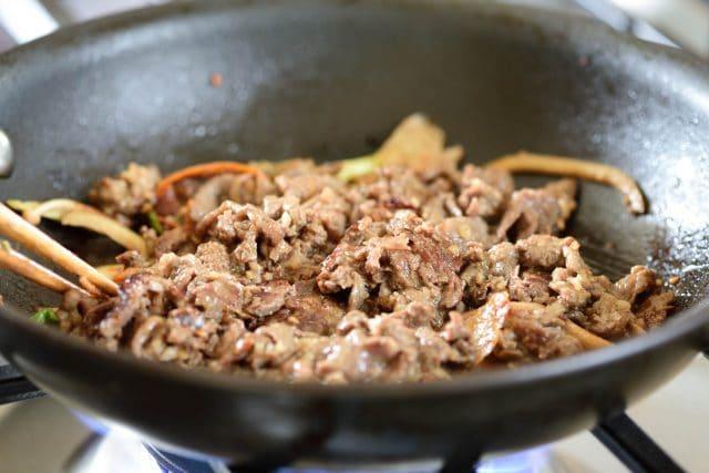 DSC9084 640x427 - Kimchi Bulgogi Cheesesteak