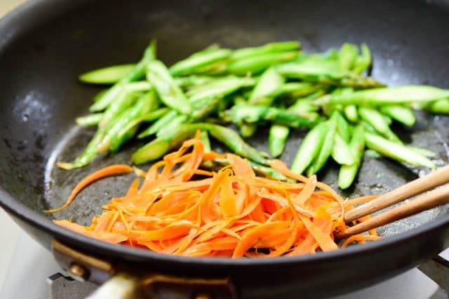 DSC9220 640x427 - Tuna Bibimbap with Spring Vegetables