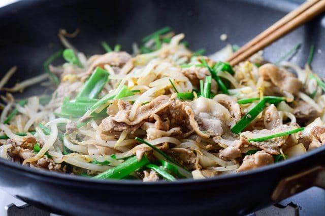 DSC0335 2 640x427 - Samgyupsal sukju bokkeum (Stir fried pork belly and bean sprouts)