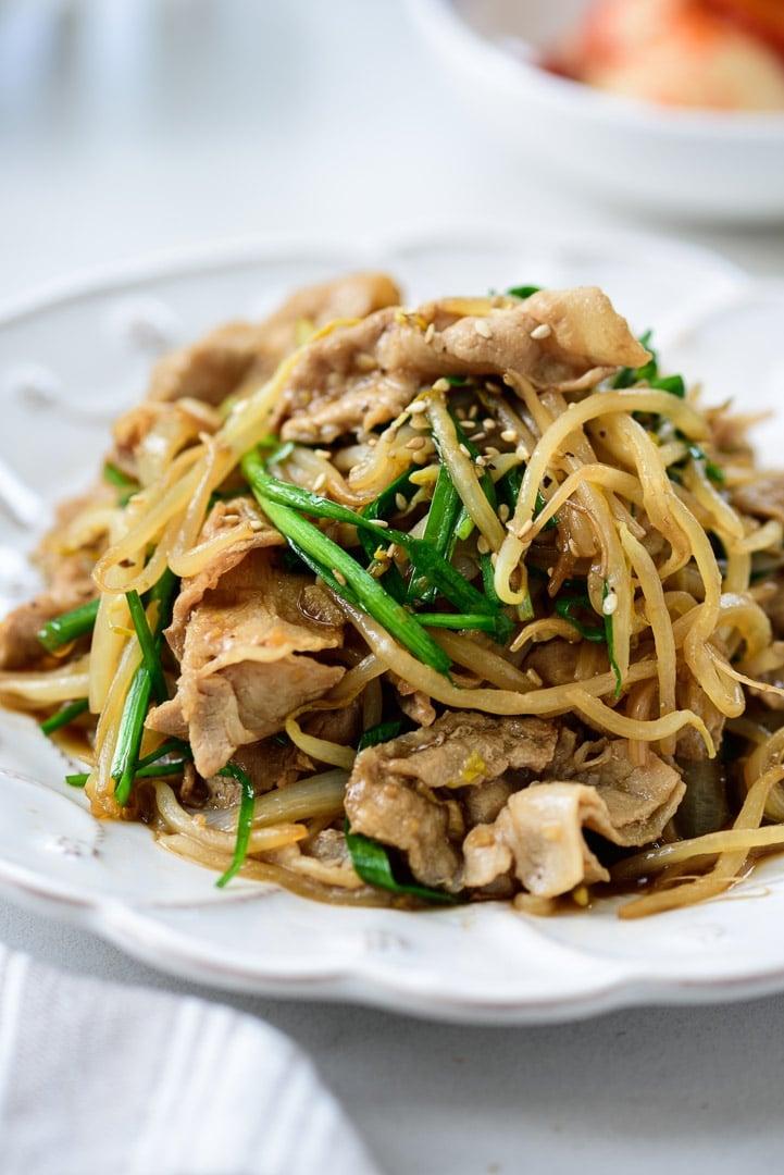 DSC0418 01 3 - Samgyupsal sukju bokkeum (Stir fried pork belly and bean sprouts)