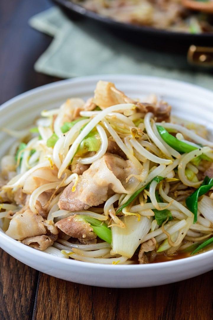 DSC1150 01 3 - Samgyupsal sukju bokkeum (Stir fried pork belly and bean sprouts)