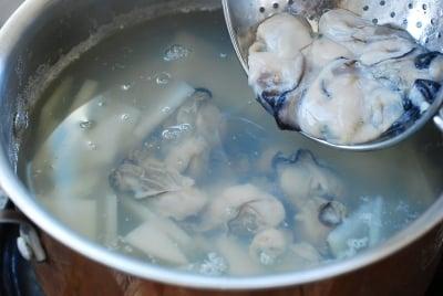 Gulguk (Oyster Soup)