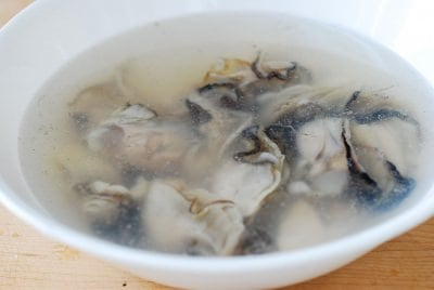 DSC 1811 e1487654533968 - Gul Tteokguk (Oyster Rice Cake Soup)
